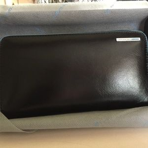 Piquadro wallet Brand New with box and bag